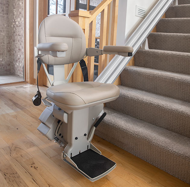 stair-lift-bruno-elite-straight-bottom-of-stairs2-630x-621